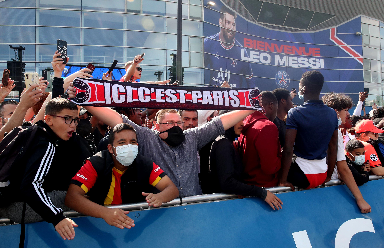 """""""Aquí es París"""", uno de los lemas preferidos de los hinchas del PSG (REUTERS/Yves Herman)"""
