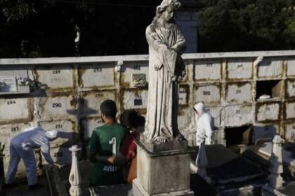 Brasil registró este jueves un nuevo récord de muertes diarias por coronavirus (REUTERS/Ricardo Moraes)
