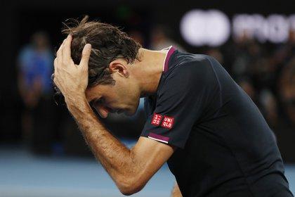 Federer será baja del circuito por varios meses después de operarse una de sus rodillas (REUTERS/Issei Kato)