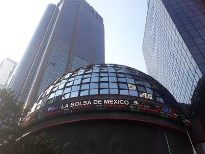 El peso mexicano ganó terreno frente al dólar cerrando en 20.34