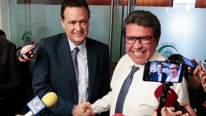 Los líderes parlamentarios del PAN y de Morena, Kuri (izquierda) y Monreal, no llegaron a un acuerdo para la suspensión de fotos (Foto: Cuartoscuro)