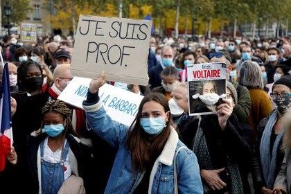 Marchas en tributo al profesor Samuel Paty, París, Francia, 18 octubre 2020. REUTERS/Charles Platiau/
