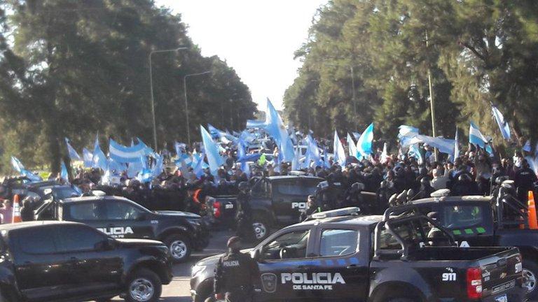 Un operativo policial del ministro de Seguridad de Santa Fe intentó frenar una marcha a favor de Vicentin