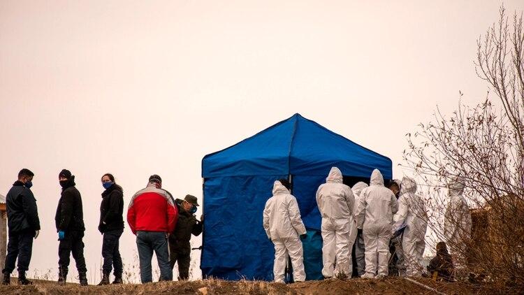 El cuerpo fue encontrado enterrado y envuelto en una sábana