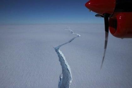 El equipo de 12 personas que trabajan en la estación registró que la sima North Rift se dirigía a otra gran fisura cerca de Stancomb-Wills Glacier Tongue a 35 km de distancia. (Foto: Europa Press)