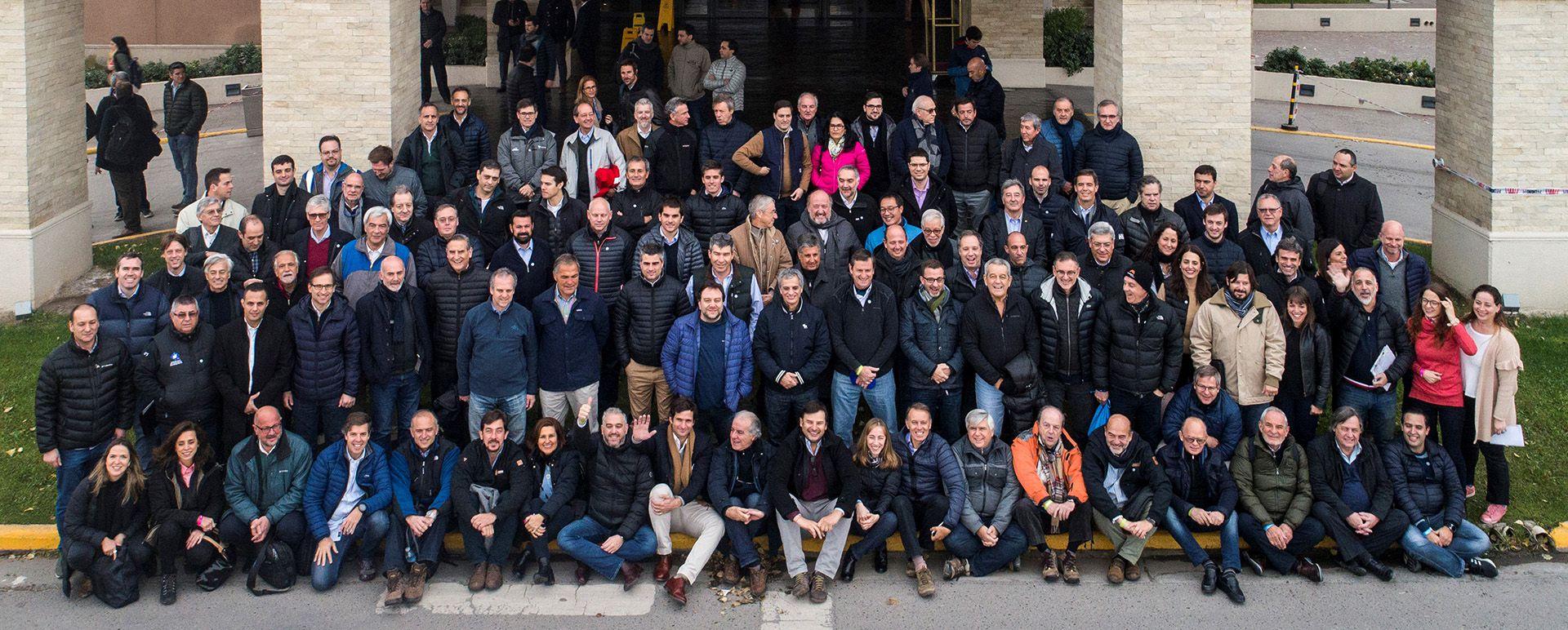 Los empresarios del Precoloquio de Neuquén, ayer en Bodegas Schroeder