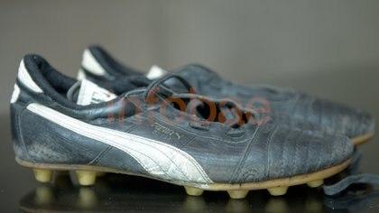 En la colección abundan los botines que usó Diego: los del 86, según sus poseedores, se desintegraron por el paso del tiempo
