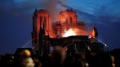 Macron aseguró que Notre Dame será reconstruida(EFE/IAN LANGSDON)