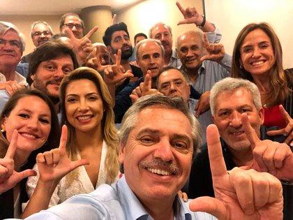 Alberto Fernández con los integrantes de su círculo íntimo