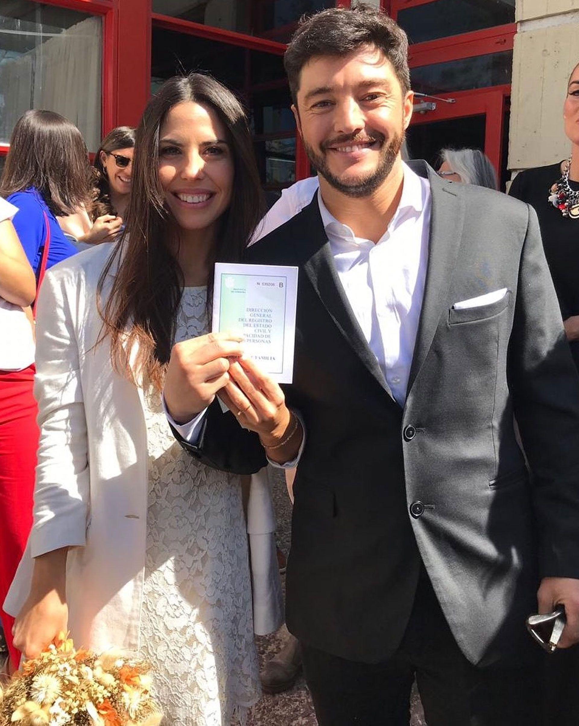 Este sábado, la pareja celebrará con familiares y amigos una gran fiesta en Pilar. Romina Ferraretto se encarga de organizar la boda y Claudia Arce diseñará el vestido de la novia (Instagram)