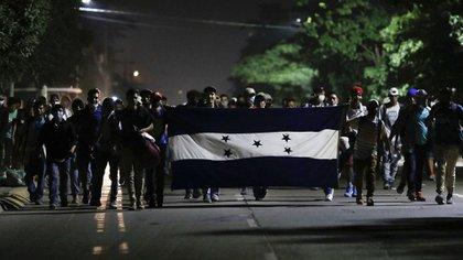 Más de 4000 personas salieron de Honduras a pie camino a los EEUU (AP/Delmer Martinez)