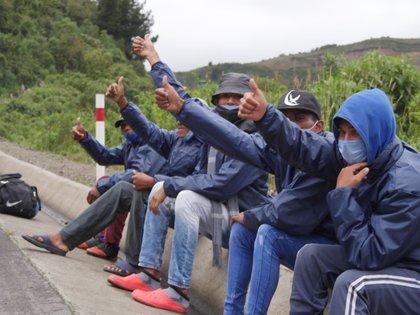 Los migrantes pueden contagiarse de COVID-19 al intentar cruzar la frontera  (Foto: EFE/Xavier Montalvo)