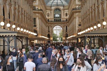Italia estrena medidas impopulares para enfrentar la segunda ola de contagios, que incluye el cierre de restaurantes y bares desde las 18 horas y el cierre total de teatros, cines y gimnasios durante un mes (LUCA PONTI / ZUMA PRESS / CONTACTOPHOTO)