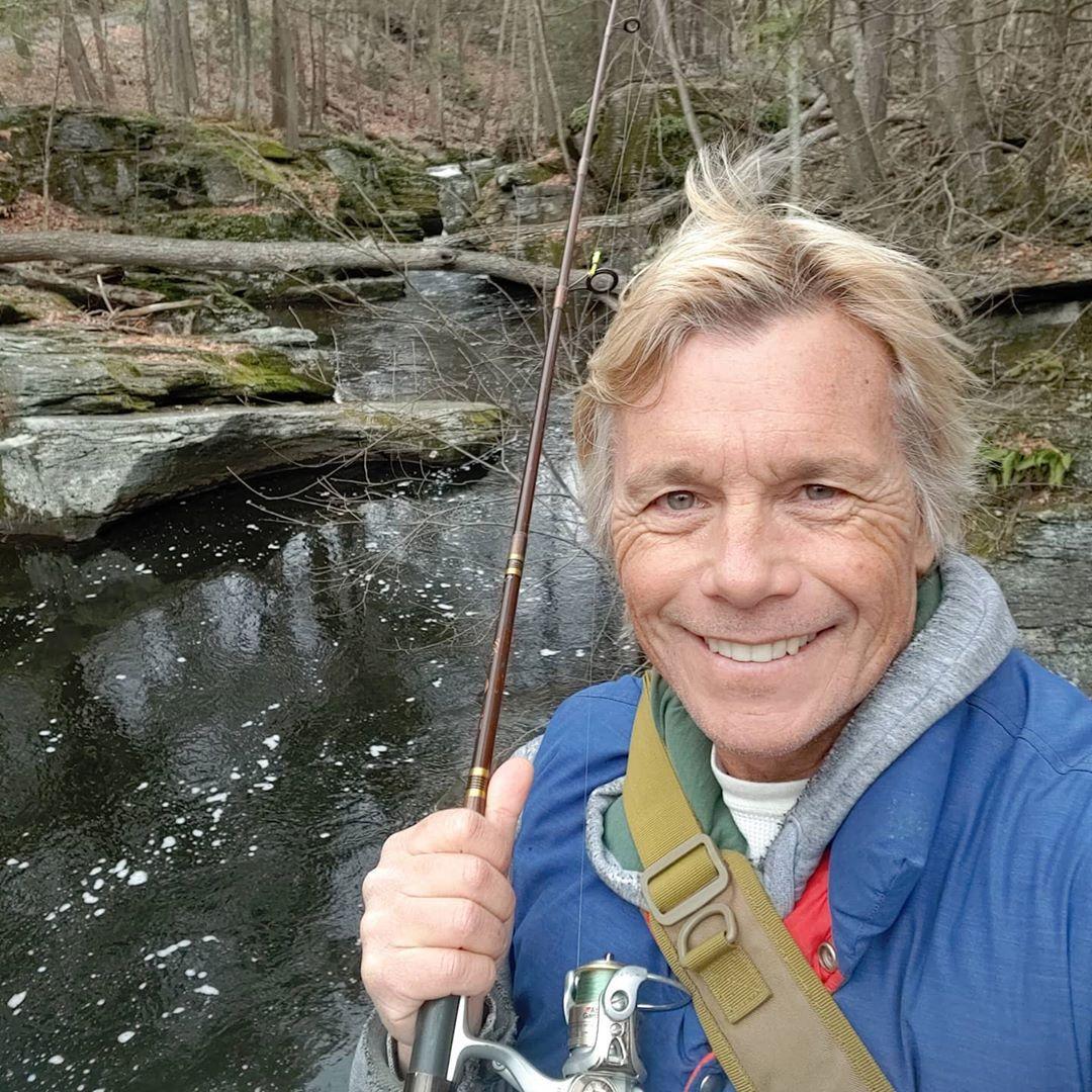 Atkins vende artículos de pesca y desarrolló su propio señuelo