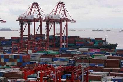 FILE PHOTO: Containers at Yangshan Port, Shanghai, China, on October 19, 2020. REUTERS / Aly Song