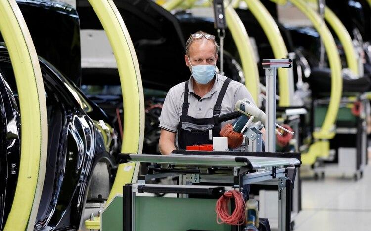 La producción industrial comenzó a operar a mayor ritmo que en abril, pero limitada por el protocolo sanitario (EFE)