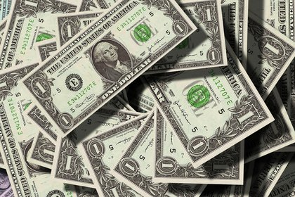 Una pareja recibió en su cuenta USD 120.000 por error. (Foto: Pixabay)