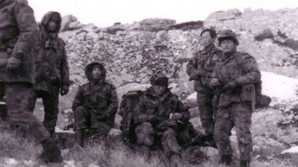 Los gurkas pelean con todas las armas de un soldado de infantería -fusil, bayoneta- pero en la lucha cuerpo a cuerpo agregan sus famosos kukris, los cuchillos curvos creados para degollar y desollar a los enemigos
