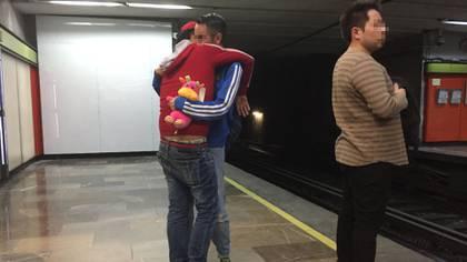 La pasión empieza mentras esperas el tren.