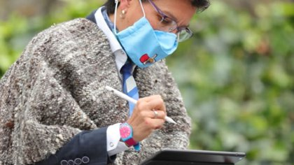 La alcaldesa de Bogotá Claudia López firma la 'Alianza por el hábitat, Bogotá el mejor hogar'. Fotografía: Alcaldía de Bogotá.