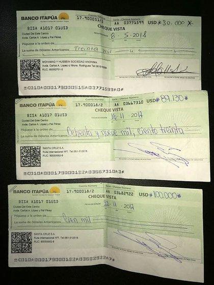 Cheques incautados a Mohamed Farhat en su detención, en 2018