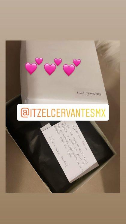 Emma Coronel promocionó el regalo de cuatro pares de aretes elaborados artesanalmente (Foto: Instagram@therealemmacoronel)