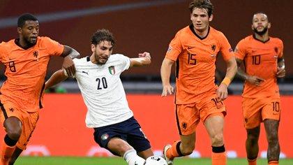 Manuel Locatelli, cotizado en 35 millones de euros, se ganó un lugar en la Selección de Italia (REUTERS/Piroschka Van De Wouw)