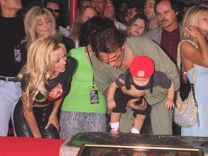 Anderson y Lee durante en 1997, durante un lanzamiento de Mötley Crüe (Getty)