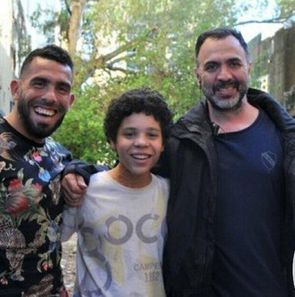 Carlos Tevez, Balthazar Murillo y el director de la serie Adrián Caetano