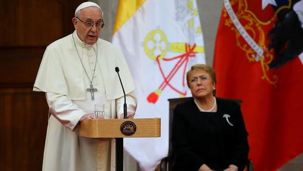 Francisco junto a la mandataria chilena Michelle Bachelet