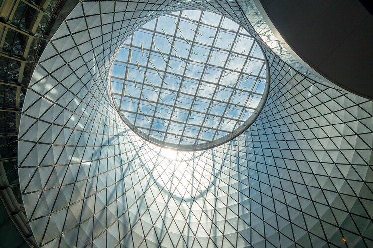 Fulton Center en Lower Manhattan, es una flamante estación de 1.030 millones de euros y que conecta 6 estaciones y 12 líneas de metro en la renovada área del World Trade Center con el resto de la ciudad (Shutterstock)