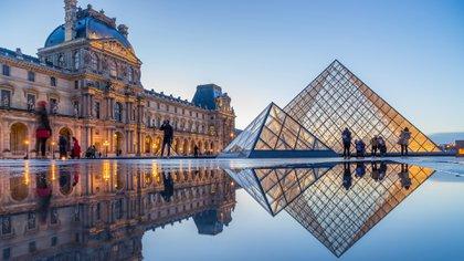 El Louvre, que ocupa el segundo lugar, es considerado uno de los museos de arte más grandes del mundo con una colección incomparable de obras, incluida la Mona Lisa de Leonardo da Vinci