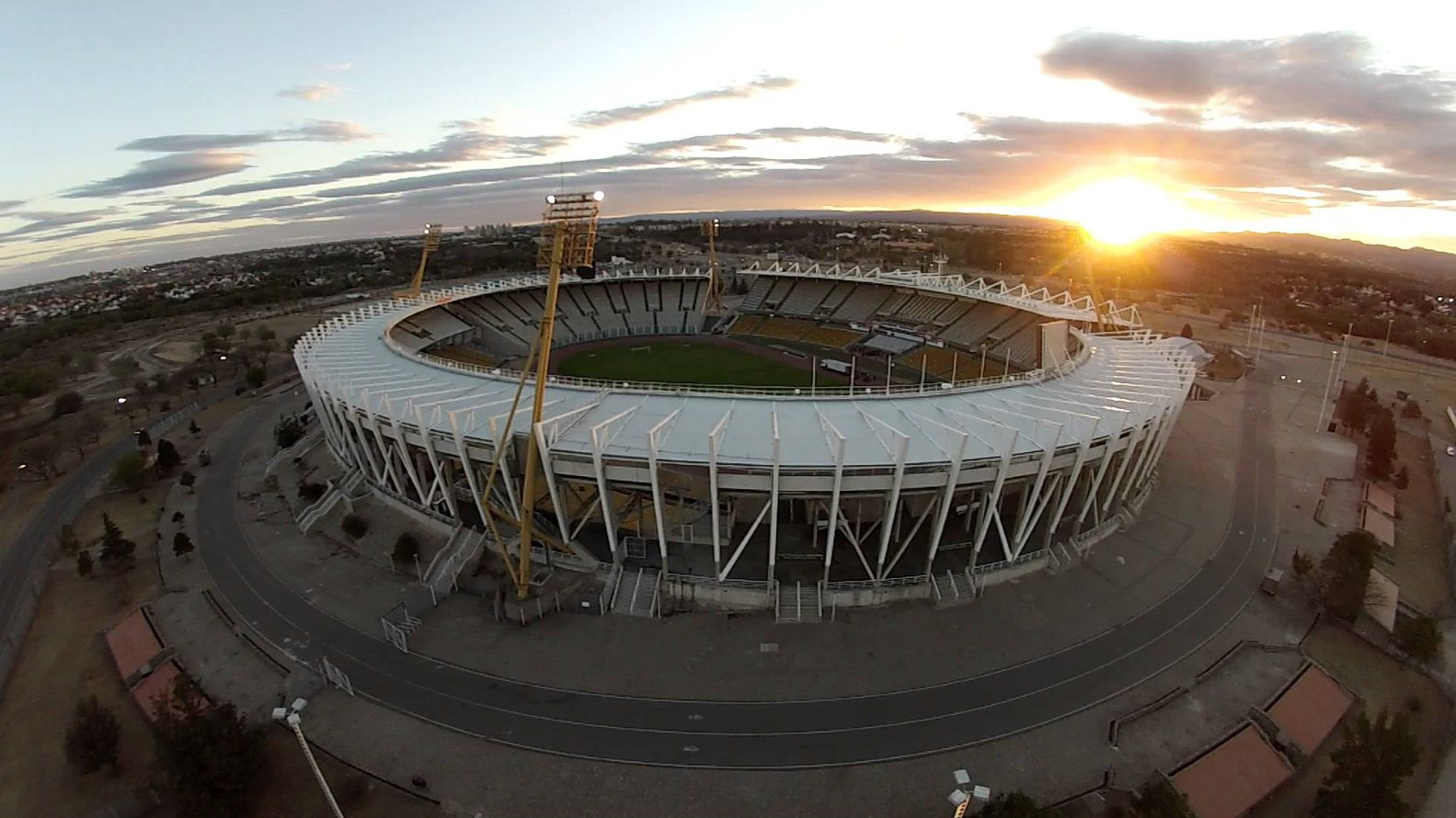 El estadio Mario Alberto Kempes tiene capacidad para 57.000 espectadores y es considerado uno de los mejores de Argentina