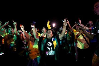 Militantes de Bolsonaro celebran su triunfo en la primera vuelta (Reuters)