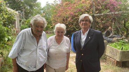 Pepe Mujica y su esposa, Lucía Tipolansky, recibieron a Alberto Iribarne