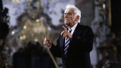 """Bernstein, Leonard, 25.8.1918 – 14.10.1990, American conductor & composer, conducting ""The Creation"", concert with choir & Sy"