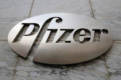 Pfizer está desarrollando una píldora contra el coronavirus (REUTERS/Andrew Kelly)