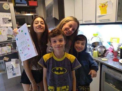 """Una vez que dejó de emitirse """"A jugar con Hugo"""", la conductora y maestra jardinera se alejó de la televisión y se dedicó a la crianza de sus tres hijos (Foto: Instagram)"""