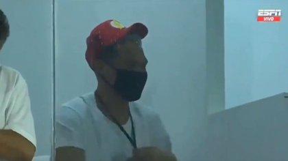El particular gesto de Teo Gutiérrez mientras observaba desde el palco el empate entre Junior y River