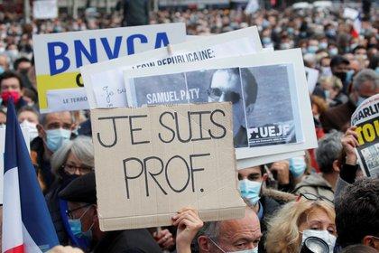 El asesinato del maestro conmocionó a Francia (Reuters)