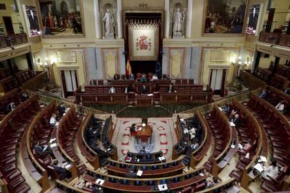 El presidente del gobierno de España, Pedro Sánchez, durante su intervención al inicio del pleno del Congreso (EFE/Ballesteros)