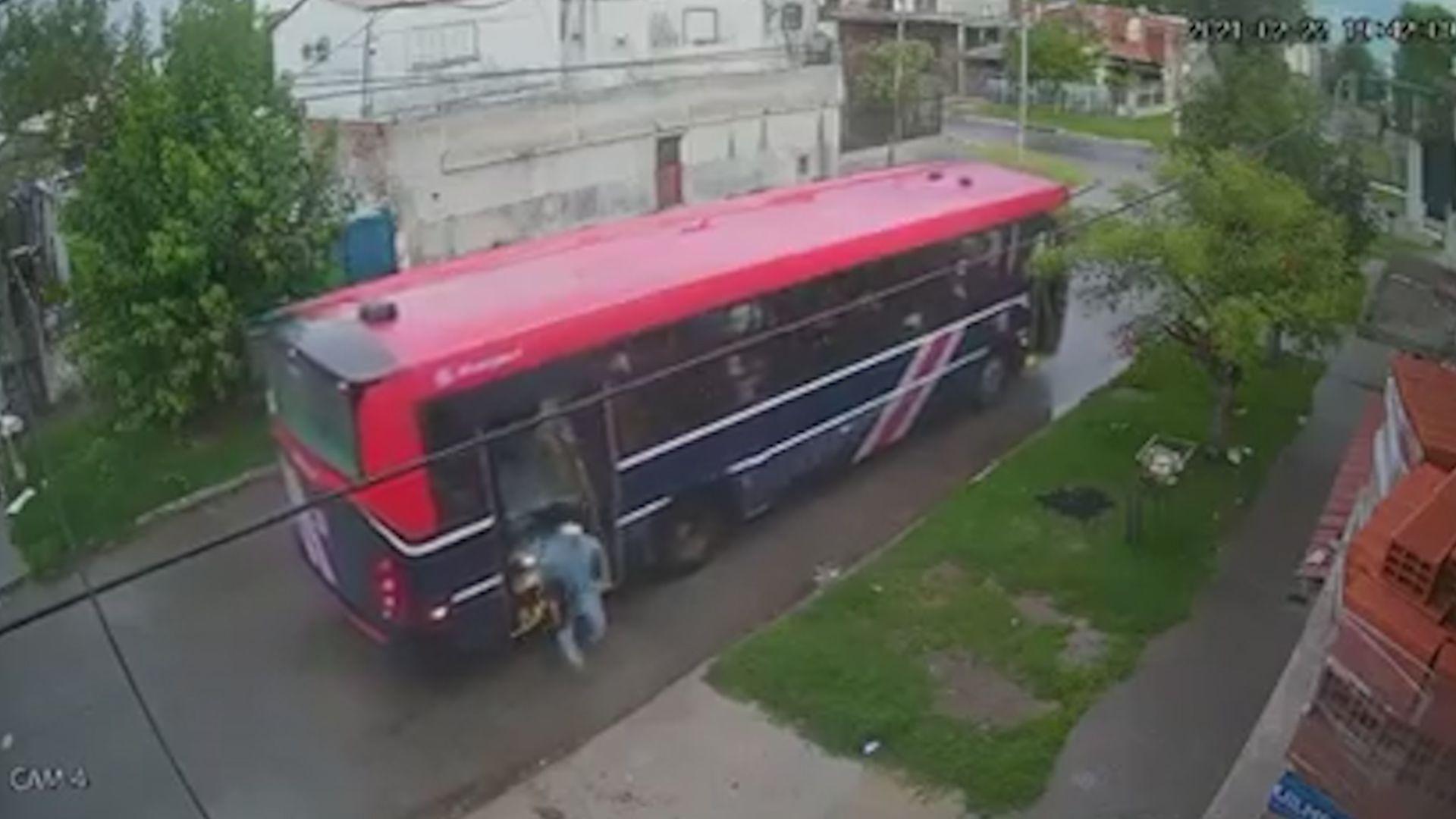 Lomas de Zamora: delicuentes le roban a todos los pasajeros en un colectivo