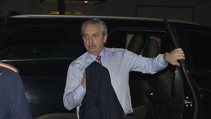Después de la medianoche Alberto Fernández partió a Madrid (Gustavo Gavotti)