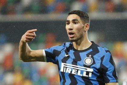 """El jugador del Inter de Milan Achraf Hakimi estaría entre las víctimas de los """"ladrones acróbatas"""". REUTERS/Alessandro Garofalo"""