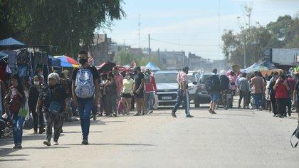 El caos de gente dentro de la Feria Olimpo