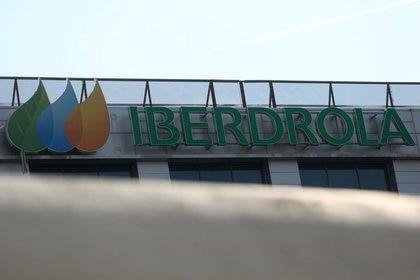 FOTO DE ARCHIVO: El logotipo de Iberdrola en su sede en Madrid, España, el 23 de mayo de 2018. REUTERS / Sergio Pérez