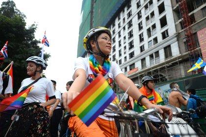 Un grupo de personas montó bicicletas durante el desfile por los derechos de los gays en Hanoi, Vietnam, el 11 de noviembre de 2018