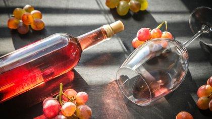 Los vinos rosados conllevan a una elaboración minuciosa (iStock)