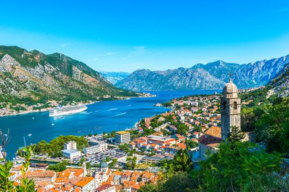 Montenegro es el lugar para unas vacaciones repletas de múltiples actividades. Mayo es el comienzo de la temporada de rafting, las condiciones son buenas para el senderismo y los lugares costeros aún no están llenos de visitantes (Shutterstock)