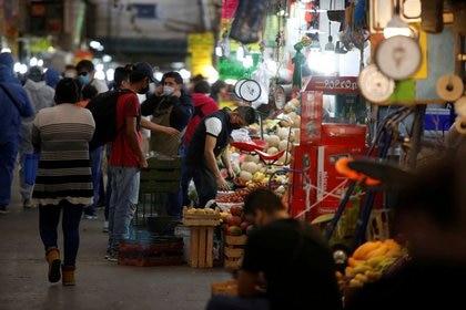El periodista recalcó que más de la mitad de la población trabaja en el sector informal. (Foto: Reuters)